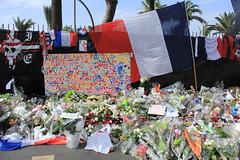 DPP_0090 (Sue Vergnes) Tags: nice attentat fleur fleurs prier pray