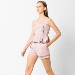เสื้อเบลาส์ Sleeveless Top With Ruffle Details $200 💥Size S L XL แฟชั่นเสื้อระบายชายนั้นแสนจะเหมาะกับสาว ๆ ที่ต้องการเน้นรูปร่างของตัวเองให้ดูมีสัดส่วนโค้งเว้ามากยิ่งขึ้น เราแนะนำเสื้อเบลาส์ Sleeveless Top With Ruffle Details สีชมพู จากแบรนด์ AS
