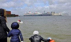 Family Watching 3 Queens (Pammy'sPics) Tags: family sea sky kids liverpool birkenhead tugboat tug cunard mersey slipway flotilla familydayout rivermersey monksferry fujix100 3queensevent