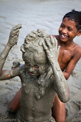 Playing in the mud (33° East) Tags: playing canon river children countryside mud may dhaka bd bangladesh 2010 padma mova 5dmkii