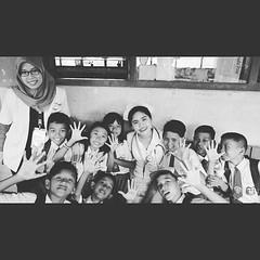 Berbagi mimpi... berbagi cita cita dan harapan... senyum mereka adalah senyum indonesia d masa depan Photo by @natanieldp #kelasinspirasi #ki_jakarta5 #kij (maria elizabeth sinaga) Tags: moon square squareformat iphoneography instagramapp uploaded:by=instagram