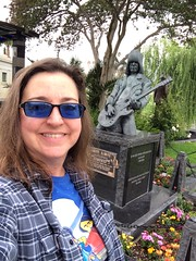 Me w/ Johnny Ramone statue (katerz1) Tags: fone hollywoodforever