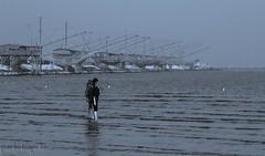 Con i piedi a mollo (paolotrapella) Tags: beach water canon mare tamron acqua spiaggia 70300vc