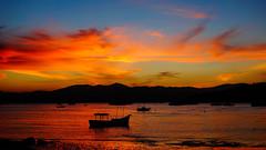 Porto Belo (II) (ricdovalle) Tags: sunset sky sun sol praia beach clouds cores boat barco colours sundown sony céu pôrdosol nuvens portobelo santacatarina alpha entardecer a6000