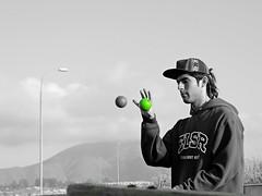 DSCN0234 (aliceinwondershit) Tags: verde amigo rojo enzo pelotas malabares malabarismo ucen pelotaas