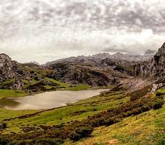 Lake Ercina (delafuente.ddlf) Tags: espaa lake mountains asturias ercina picosdeeuropa