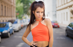 Isabel (ecker) Tags: autos city frau isabel outdoor portrait porträt sommer stadt strase umgebungslicht vienna wien availablelight bauchfrei cars naturallight portraiture sommerlich street summer woman sony a7 zeiss 55mm sel55f18z sonnartfe55mmf18za carlzeiss sonnar orange sonnartfe1855
