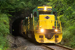 RBMN MEPI @ Tunkhannock, PA (Mathieu Tremblay) Tags: tunkhannock pennsylvania unitedstates rbmn reading blue mountain northern lehigh line division mepi emd sd402 3055 train locomotive tunnel vosburg rain pluie railroad railway chemin fer sony a99 sal70300g