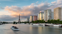 Paris - Grenelle - Citroen (Herv D.) Tags: paris tour eiffel tower river seine bateau bateaumouche sunset colors longexposure poselongue