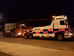 Volvo FH13 Recovering Fully Loaded 8 Wheeler Tipper (JAMES2039) Tags: volvo tow towtruck truck lorry wrecker heavy underlift heavyunderlift 8wheeler 6wheeler frontsuspend tipper scania cardiff rescue breakdown night ask askrecovery recovery 94d fh13 pn09juc pn09 juc loaded