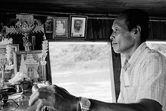 Boat captain (pacco_racco) Tags: boat cruise captain pictures middlemekong northernlaos leicam6 leicasummicron35mmf20asph kodaktrix400