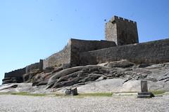Linhares da Beira (Antnio Jos Rocha) Tags: portugal arquitectura torre castelo pedra histria muralhas andorinhas linhares