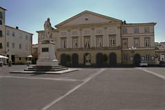 Teatro del Giglio Statua Garibaldi (Gioruggy) Tags: italy teatro italia lucca tuscany piazza toscana giglio giruggy