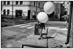 Boy and ballons (stejo) Tags: street boy stockholm södermalm ballon streetphotography hidden ballons ballonger stockholmstreet balong polke östgötagatan gatufoto gömd ilobsterit