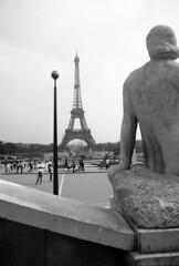 Paris (Antnio Jos Rocha) Tags: bw paris france tour monumento eiffel toureiffel champdemars 1889 ferro trocadro estrutura expositionuniverselle