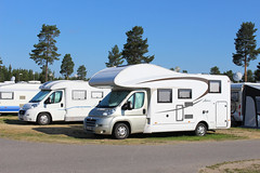 Wohnmobil auf dem Campingplatz (SANGUINET TOURISME - JAZZ IN SANGUINET) Tags: camping reisen sweden urlaub schweden skandinavien wohnmobil campingplatz holzhaus stellplatz wohnmobiltour reisemobil reisemobile reiserouten