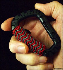 knot work on a tactical carabiner (Stormdrane) Tags: design decorative utility knot pineapple carabiner tactical paracord turkshead stormdrane