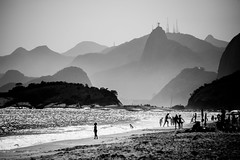 Beach and Mountains (Diogo Bessa) Tags: rio landscape nikon nikkorlens