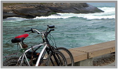 Bikes na orla (o.dirce) Tags: praia nature riodejaneiro mar natureza bikes bicicletas rocha odirce