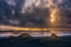 Iceland sunset in the beach DSC9884 (joana dueas) Tags: winter sunset seascape clouds island iceland northatlantic photofeeling joanadueas sonya7r