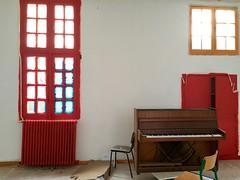 La Maison des mdecins (Les Grands Voisins) (luc legay) Tags: maisonsdesmedecins rouge grandsvoisins piano