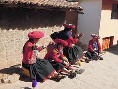 Peru (Cusco)- Llama (Alpaca) wool spinning Peruvien girls (ustung) Tags: life street girls woman wool alpaca peru cusco llama spinning peruvien