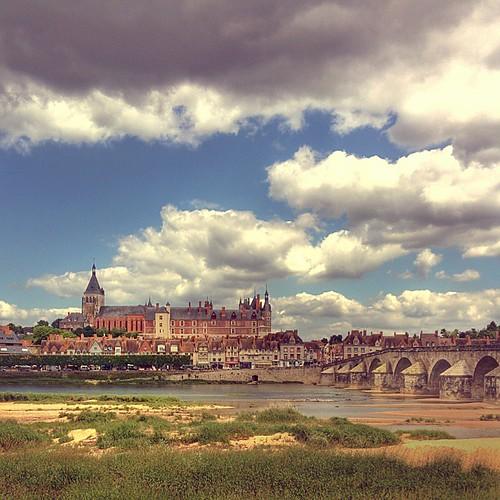 Gien #gien #france #igersmodena #ig_modena #castello #chateau #castle #loira #igersloire #nexus5 #landacape #clouds #potd
