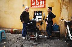 Vietnamese Streetlife (desomnis) Tags: street travel urban men asia southeastasia streetphotography streetlife vietnam barber hanoi streetshot streetbarber travelphotography streetcandid northvietnam sigma35mm canon6d desomnis