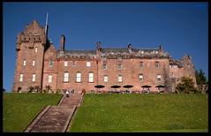 Brodick Castle (zweiblumen) Tags: uk scotland alba brodick isleofarran polariser brodickcastle northayrshire eileanarainn canoneos50d zweiblumen breadhaig