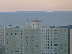 A12910 / parkmerced and beyond (janeland) Tags: sanfrancisco california apartments dusk january marinheadlands 2016 parkmerced lateintheday gulfofthefarallones 94132 viewfrom94112
