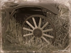 1926 Ford wheel (Arlene Castro) Tags: history ford vintage woodenwheel virginiacitynv fordwheel arlenecastrophotography vctrip