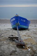 Blue Boat - Etretat (p.niebergall) Tags: boot frankreich etretat normandie abend atlantik