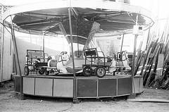 Parque de diverses - Carrossel (Ivan Costa) Tags: amusement park parque diversoes carrossel carrousel filme pb bw tri x tx 400 minolta v2