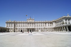Outside Palacio Real (elyes djazz) Tags: madrid voyage travel castle architecture del court real spring spain king sony may courtyard rey palais espagne filippo cours palacio roi iberico juvarra iberique