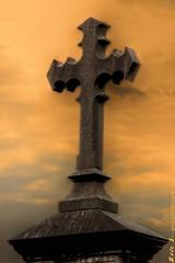 3384_tt2 (EricS2010) Tags: orange soleil cross religion ciel nuage glise croix cercle couch ambiance rond bton dcoup