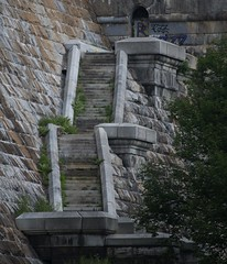 Ancient Stairs (chantsign) Tags: brick wall stairs concrete graffiti telephoto concret oldlooking crotondam