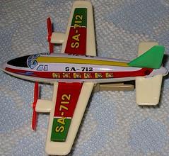 KASHIWAI TWIN ENGINE PLANE SA712 (NyamalaTone) Tags: vintage airplane toy tin collectible flugzeug jouet avion juguete hojalata tinplate blechspielzeug