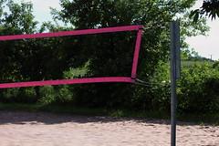 Beachvolleyball (Klaus R. aus O.) Tags: strand ball sand beachvolleyball bunt busch netz stange steigerwald spielfeld knetzgau mannschaftssportart