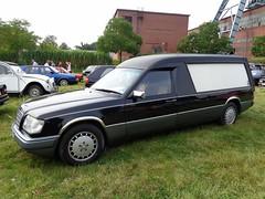 Mercedes W124 Bestatter (911gt2rs) Tags: treffen meeting show event eklasse s124 leichenwagen hearse kombi schwarz black umbau coachbuilt