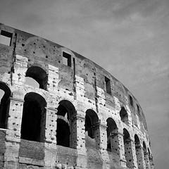 Coliseo. Roma. Amphitheatrum Flavium Romae. (imanol6x6) Tags: trix 400 kodak 120 6x6 500x500 film bw blackandwhite mediumformat mf nophotoshop rolleiflex trl f28 street landscape architecture roma