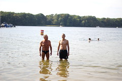 FEELING LIKE ON HOLIDAYS (WacsiM) Tags: berlin deutschland allemagne germany holidays vacations vacaciones vacances wacsim canon eos 550d 50mm flou blur bokeh life vie vida smile sourire portrait family famille daddy papa nicolas andr brother frre water lake lac eau
