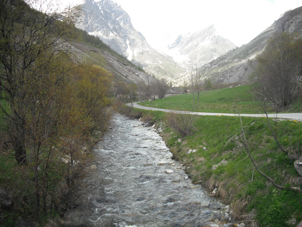 The worlds best photos of italy and maida flickr hive mind maida valley rpintoiis twincount tags road italy mountains river sciox Gallery
