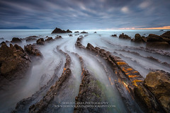Barrika (seryani) Tags: ocean longexposure sunset sea españa costa naturaleza seascape primavera beach nature water canon landscape outdoors atardecer coast mar spring movement spain agua scenery rocks europa europe sundown may overcast playa paisaje movimiento atlantic filter cielo lee mayo nublado puestadesol geology es filters plage atlanticocean euskadi vizcaya basquecountry rocas atlántico paísvasco océano filtro barrika 2015 océanoatlántico cantábrico largaexposición filtros marcantábrico flysch geología paisajemarino leefilters elexalde canoneos5dmarkii 5dmarkii playadebarrika bigstopper filtroslee leebigstopper spring2015 primavera2015 mayo2015