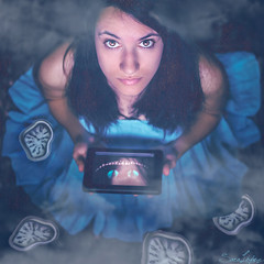 240/365 (Sariixa) Tags: las blue portrait selfportrait rabbit art me smile azul cat photomanipulation photoshop myself de photography mirror dress arte alicia autoportrait watches time retrato conejo fineart yo autoretrato bleu gato espejo sonrisa 365 wonderland autorretrato photoart clocks vestido tiempo selfie artphoto maravillas relojes pas sarixa