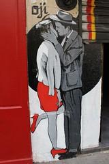 Oji_0602 rue de la Butte aux Cailles Paris 13 (meuh1246) Tags: streetart paris love couple chapeau butteauxcailles oji baiser paris13 ruedelabutteauxcailles