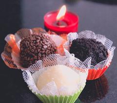 (Tai Chaves) Tags: artesanal romance gourmet vela festa aniversrio doce brigadeiro romntico cozinhaartesanal
