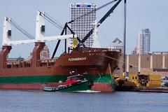 Saltie Floragracht Milwaukee, WI (wisconsinrails) Tags: wisconsin ship milwaukee tugboat saltie portofmilwaukee jonesisland gtug greatlakestowing spliethoffsbevrachtingskantoorbv floragracht