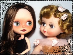 """Blythe-a-Day May#29: Cheese: Claudia & Betsy: """"FLICKR'S made us so happy we don't need to say 'Cheese'"""""""