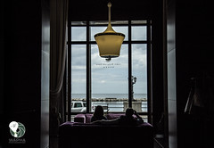 Guardando il mare (Wapha Photographer) Tags: sky italy window clouds canon relax hotel couple italia nuvole wanderlust finestra cielo lungomare bari controluce coppia lookingthesea waphaphotographer