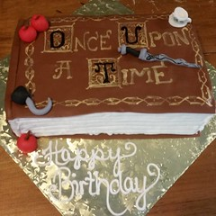 I have a not-so-secret love of #Once...thrilled to finally do a cake for another fan! #onceuponatime #vegancake
